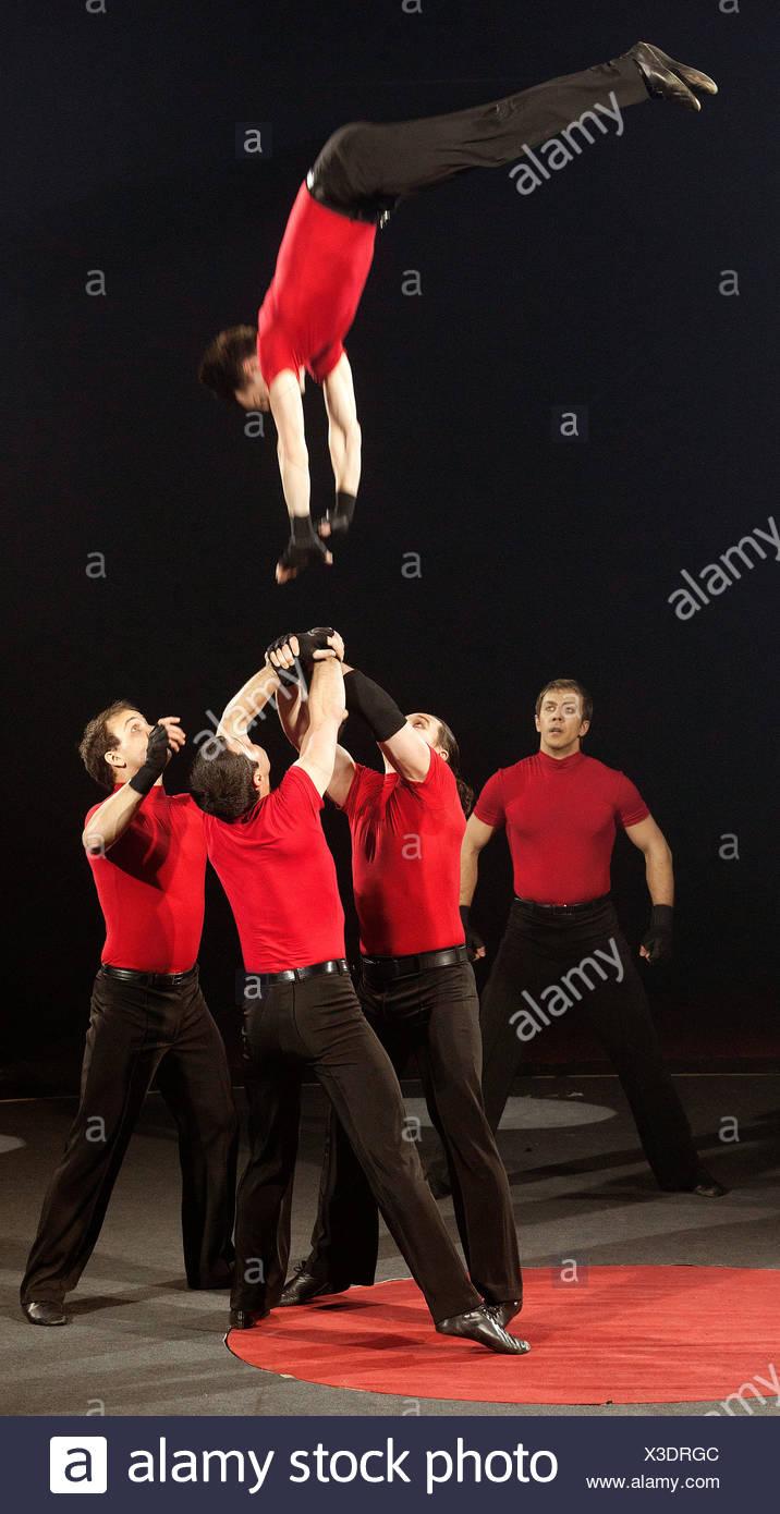 Vavilov Troupe, FlicFlac Christmas Circus, premiere of Schrille Nacht, eilige Nacht, Westphalia Hall, Dortmund - Stock Image