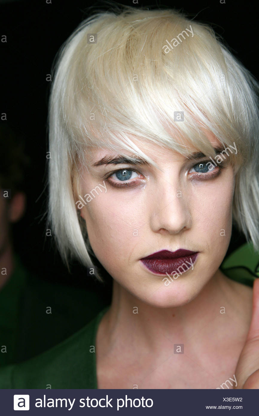 House of Holland Backstage London Ready to Wear Autumn Winter Heroin Chic: Model Agyness Deyn smudged eyeshadow and dark - Stock Image