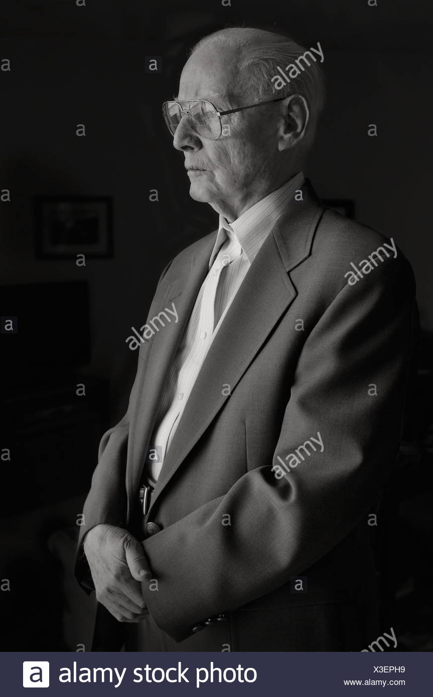 USA, Oregon, Senior man wearing glasses - Stock Image