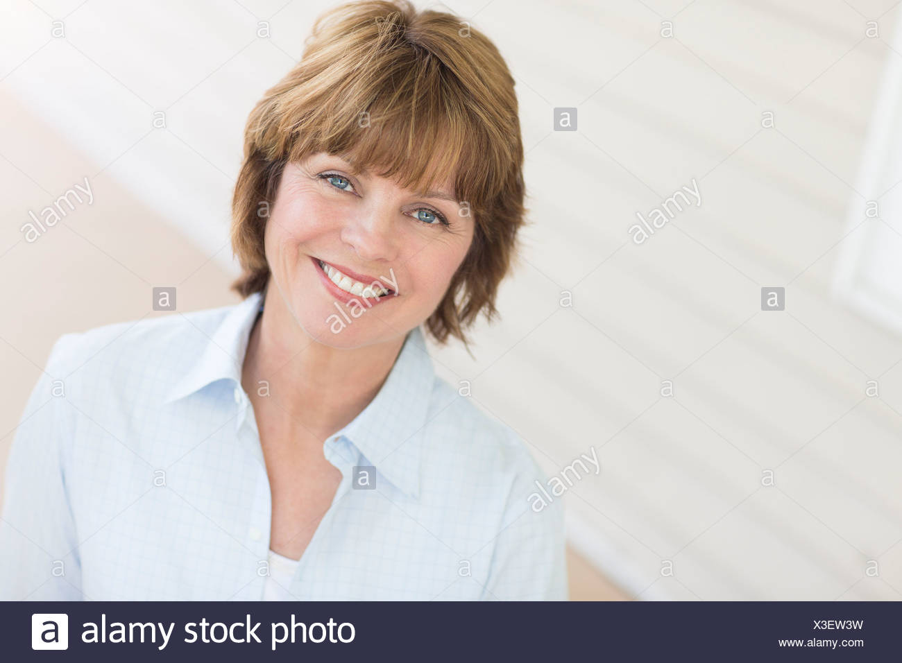 Portrait of mid adult woman - Stock Image