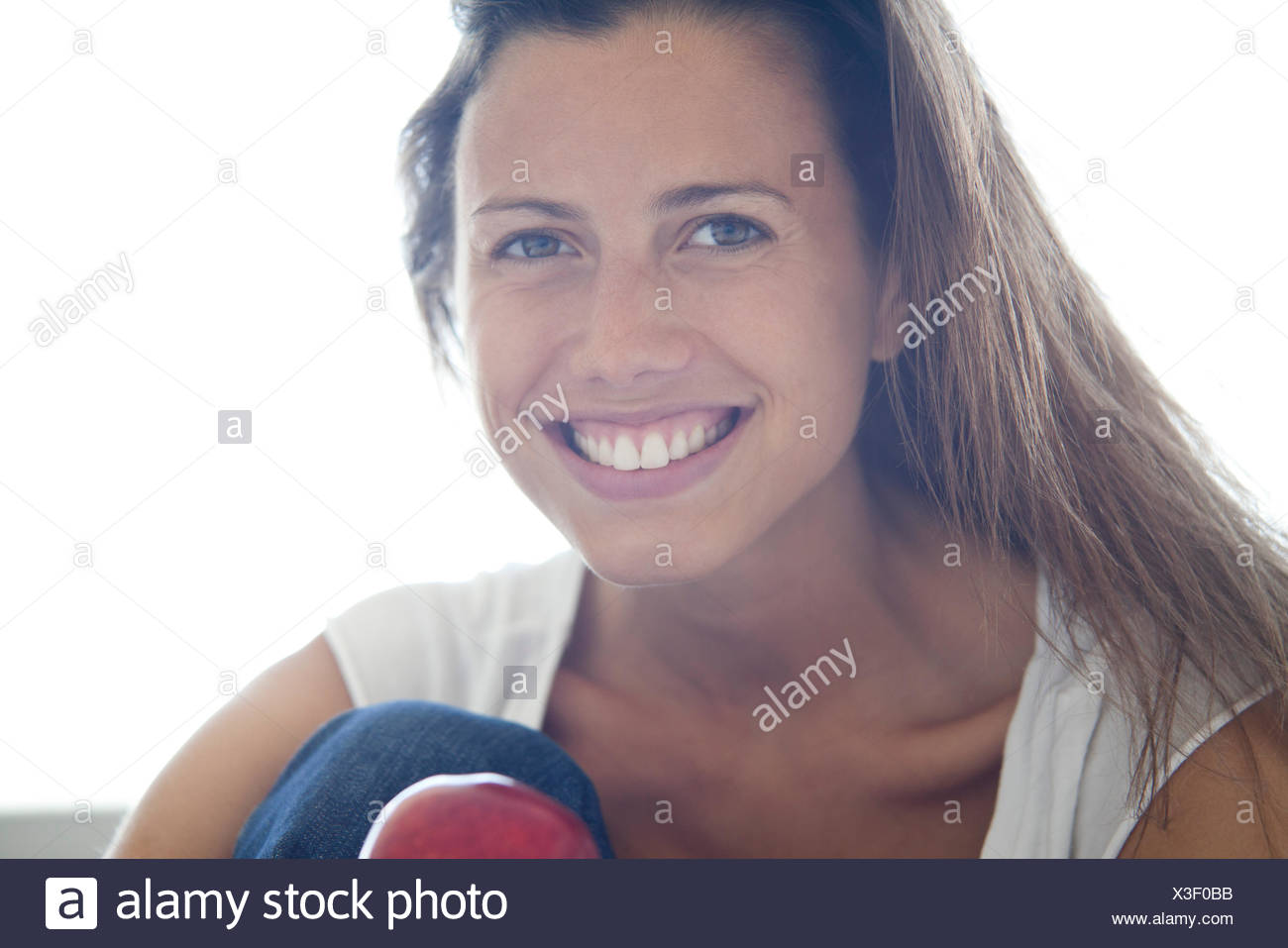 Woman smiling cheerfully, portrait - Stock Image