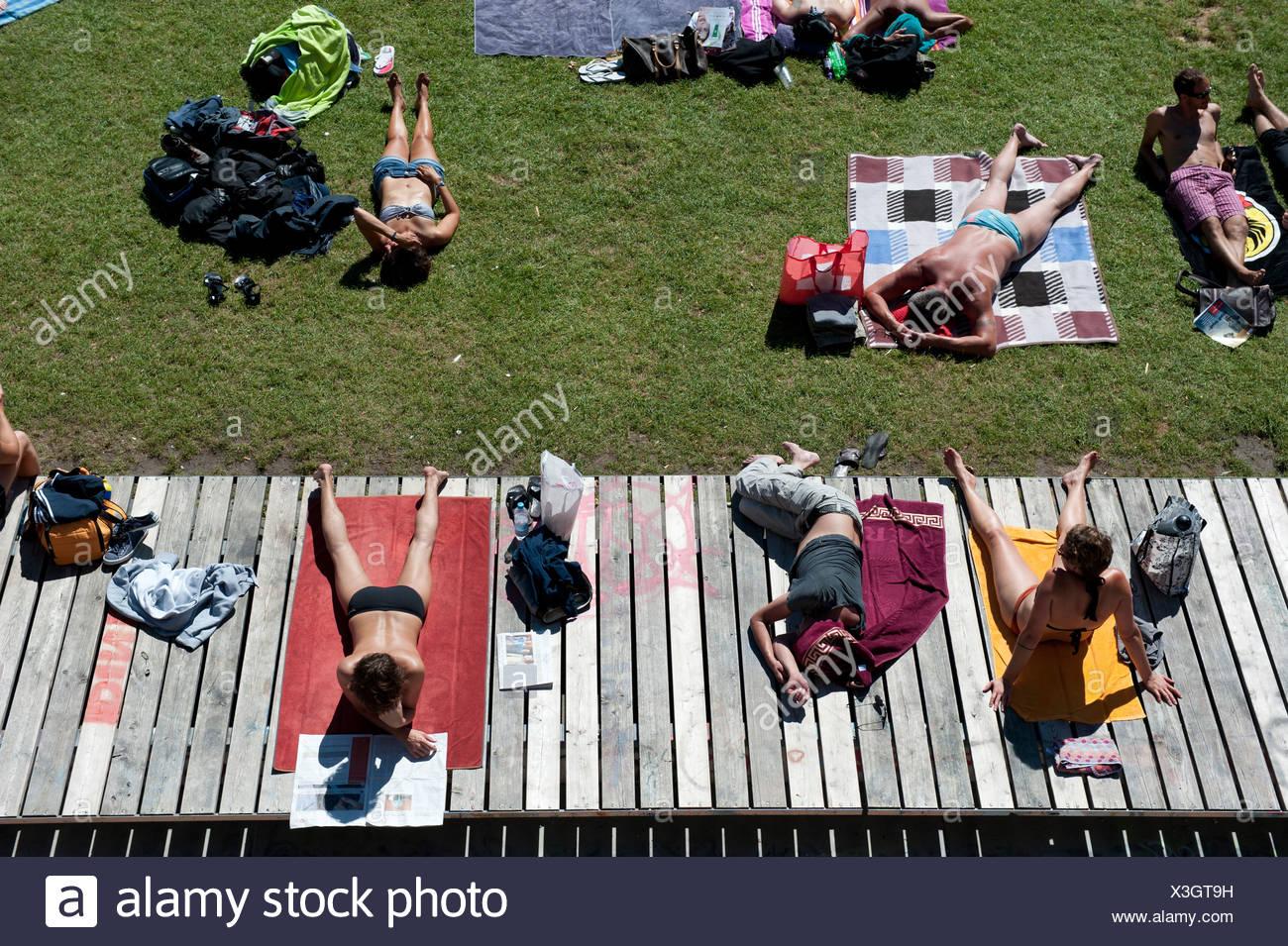 Zurich, Switzerland, tourists Flussbad Unterer Letten on the banks of the Limmat - Stock Image