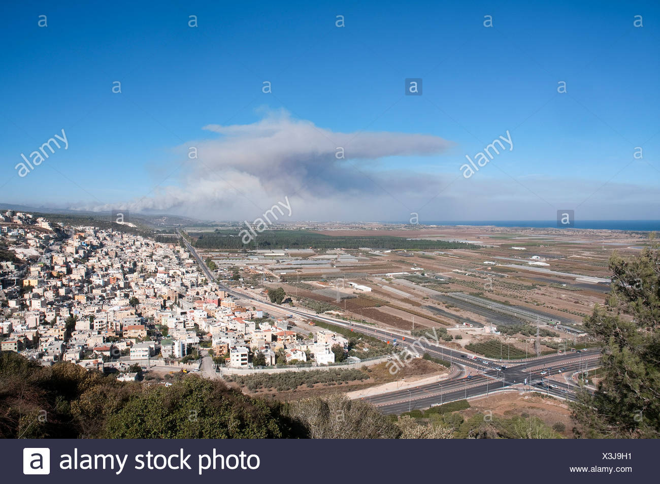 Israel, Coastal plains as seen from the Carmel mountain Anvil cloud formation in the background - Stock Image