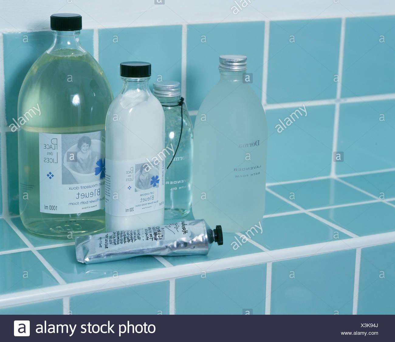 Bathroom Shelf Stock Photos & Bathroom Shelf Stock Images - Alamy
