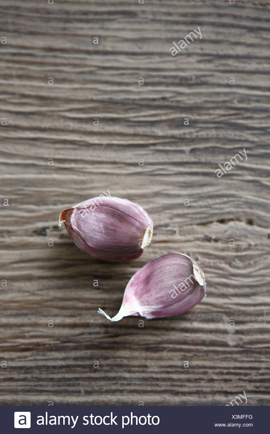 Garlic cloves on wooden background, close up - Stock Image