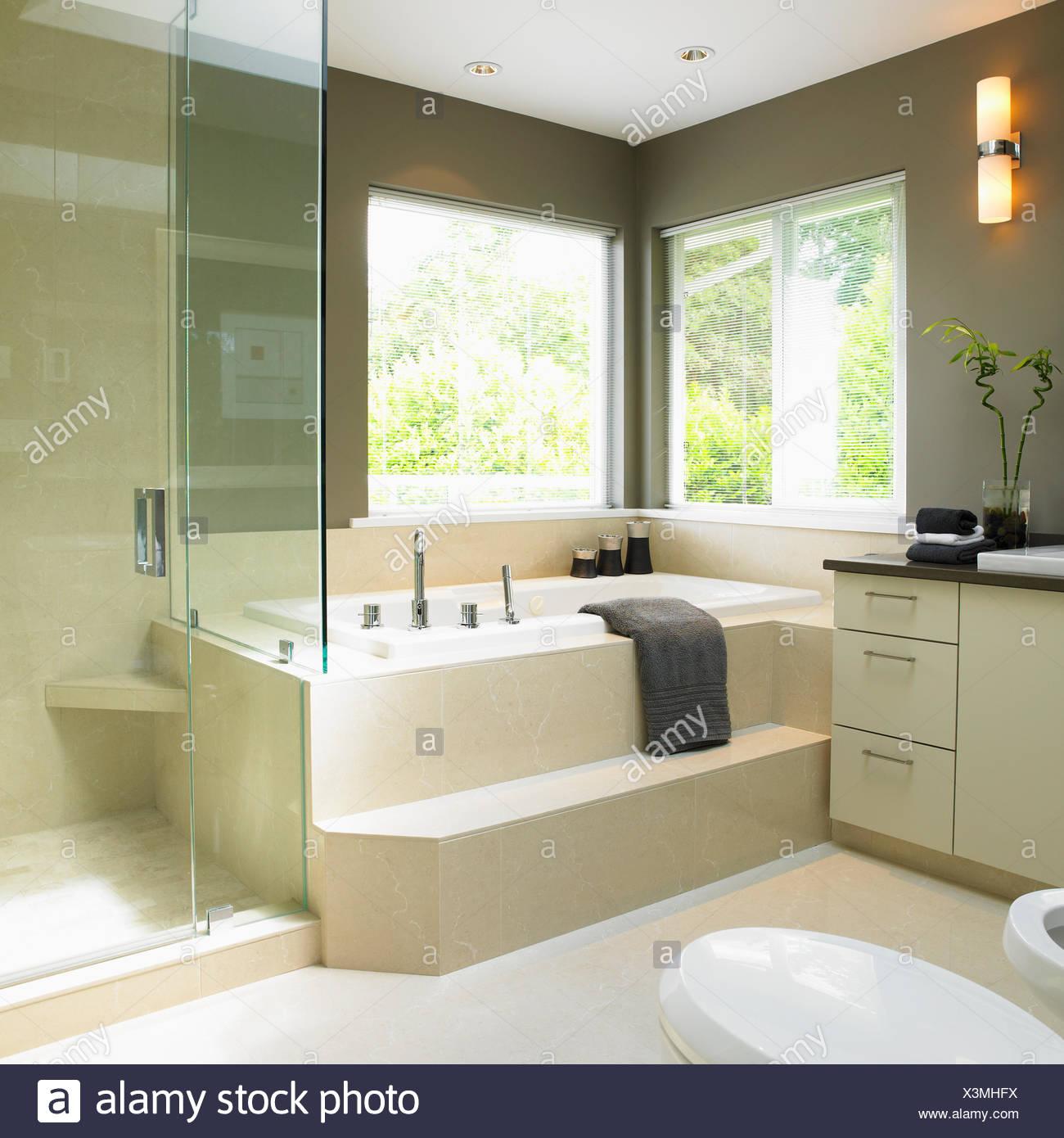 Soaker Tub Stock Photos & Soaker Tub Stock Images - Alamy