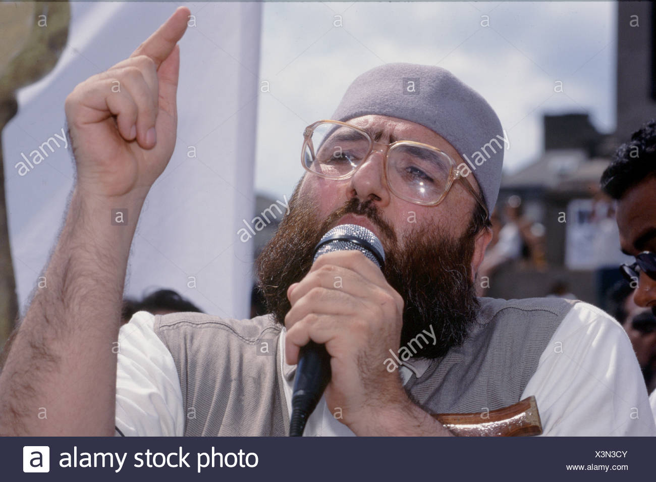 Sheikh Omar Bakri Muhammad Amir aka Tottenham Ayatollah of Al Muhajiroun at rally for Islam in Trafalgar Square - Stock Image