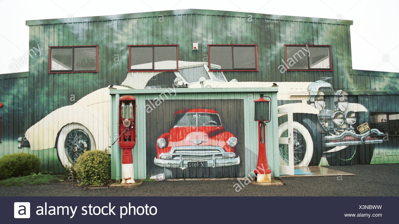 Vintage Cars as Decoration of Car Service Stock Photo: 277680197 - Alamy