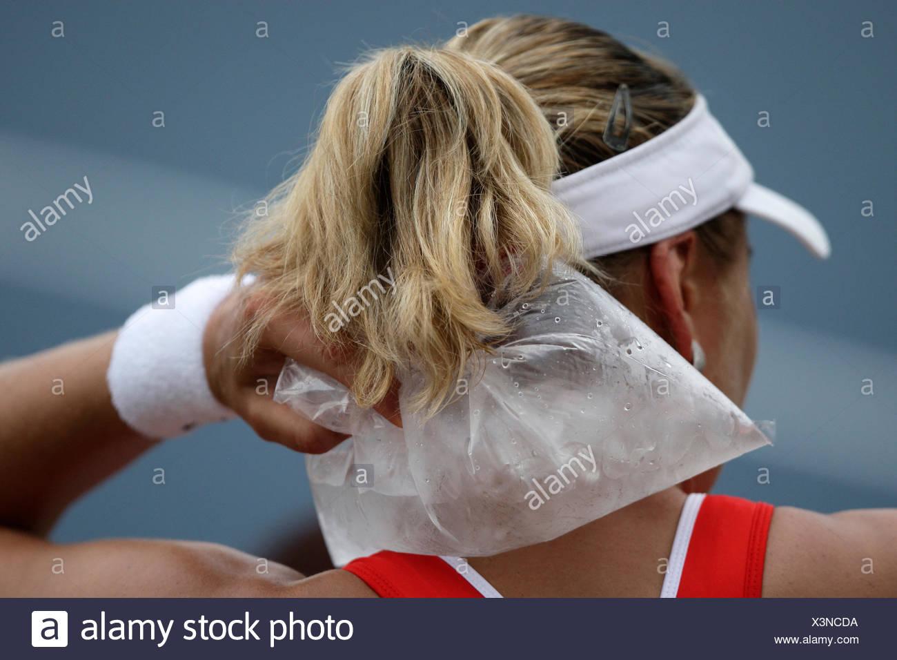 Nadia Petrova, RUS, holding an ice-bag, Grand Slam Tournament, US Open 2008, USTA Billie Jean National Tennis Center, New York - Stock Image