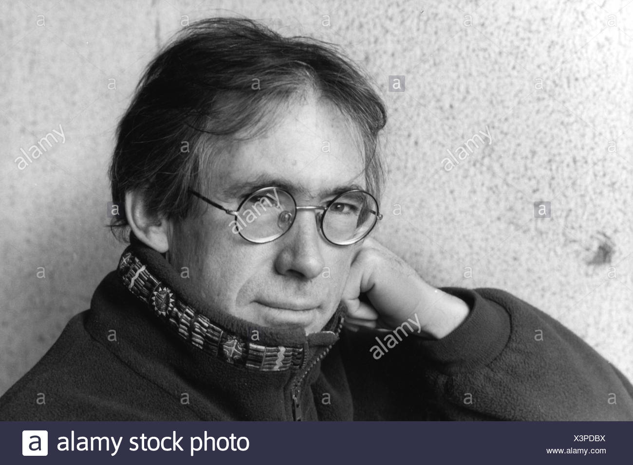 McEwan, Ian, * 21.6.1948, British author / writer,  portrait, 2002, Additional-Rights-Clearances-NA - Stock Image