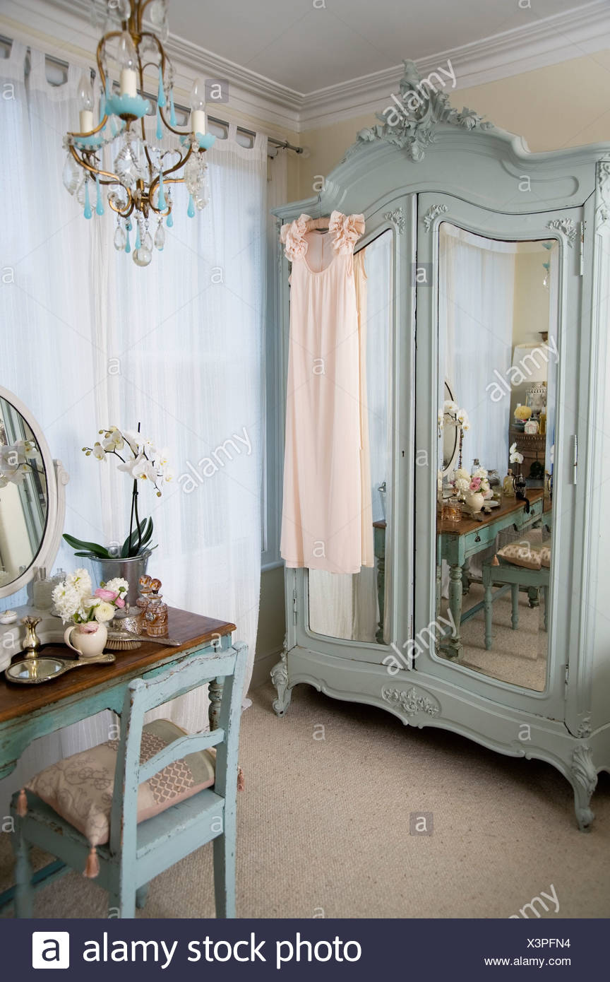 Dressing Table In Old Fashioned Room Stock Photo Alamy