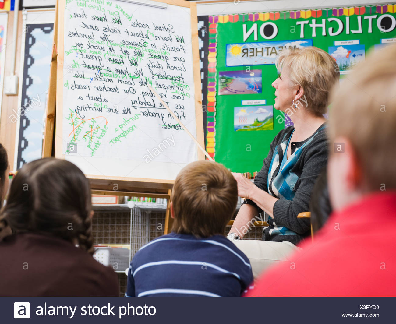 Teacher giving classroom presentation to students - Stock Image