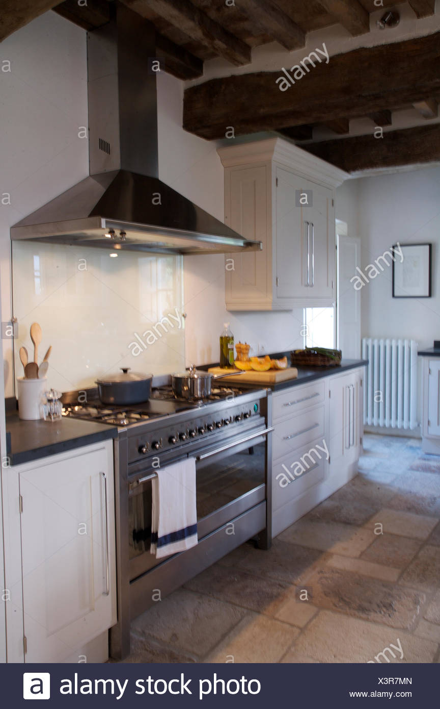 Modern Stainless Steel Extractor And Range Oven In Italian ...