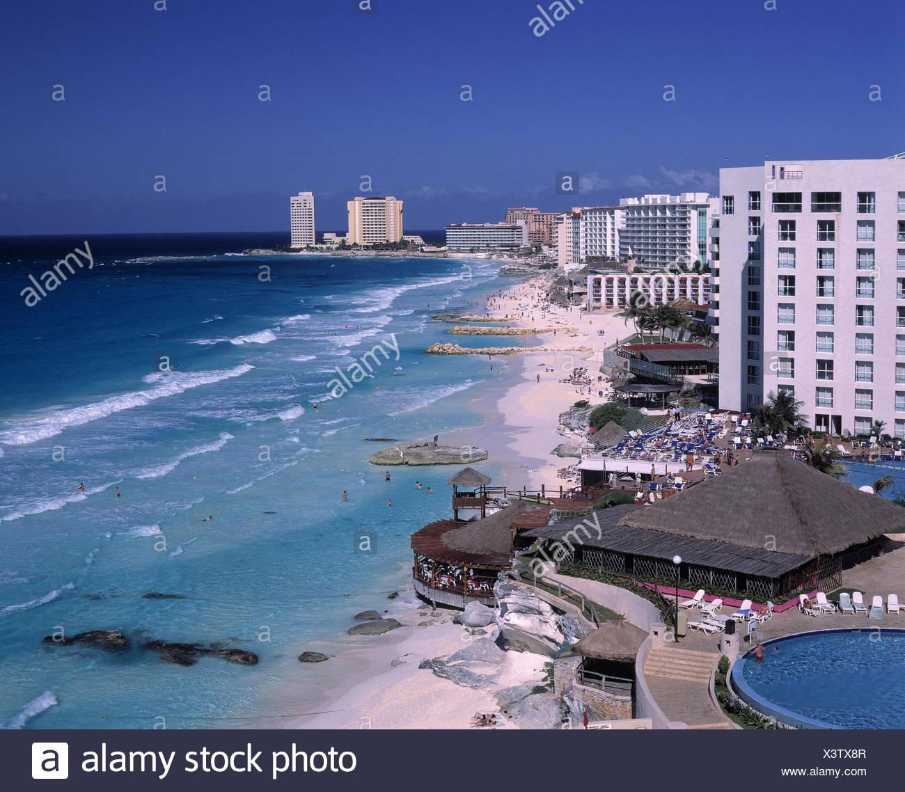 Mexico, Yucatan, Cancun, hotel facilities, swimming pool, beach hotel, sun terrace - Stock Image