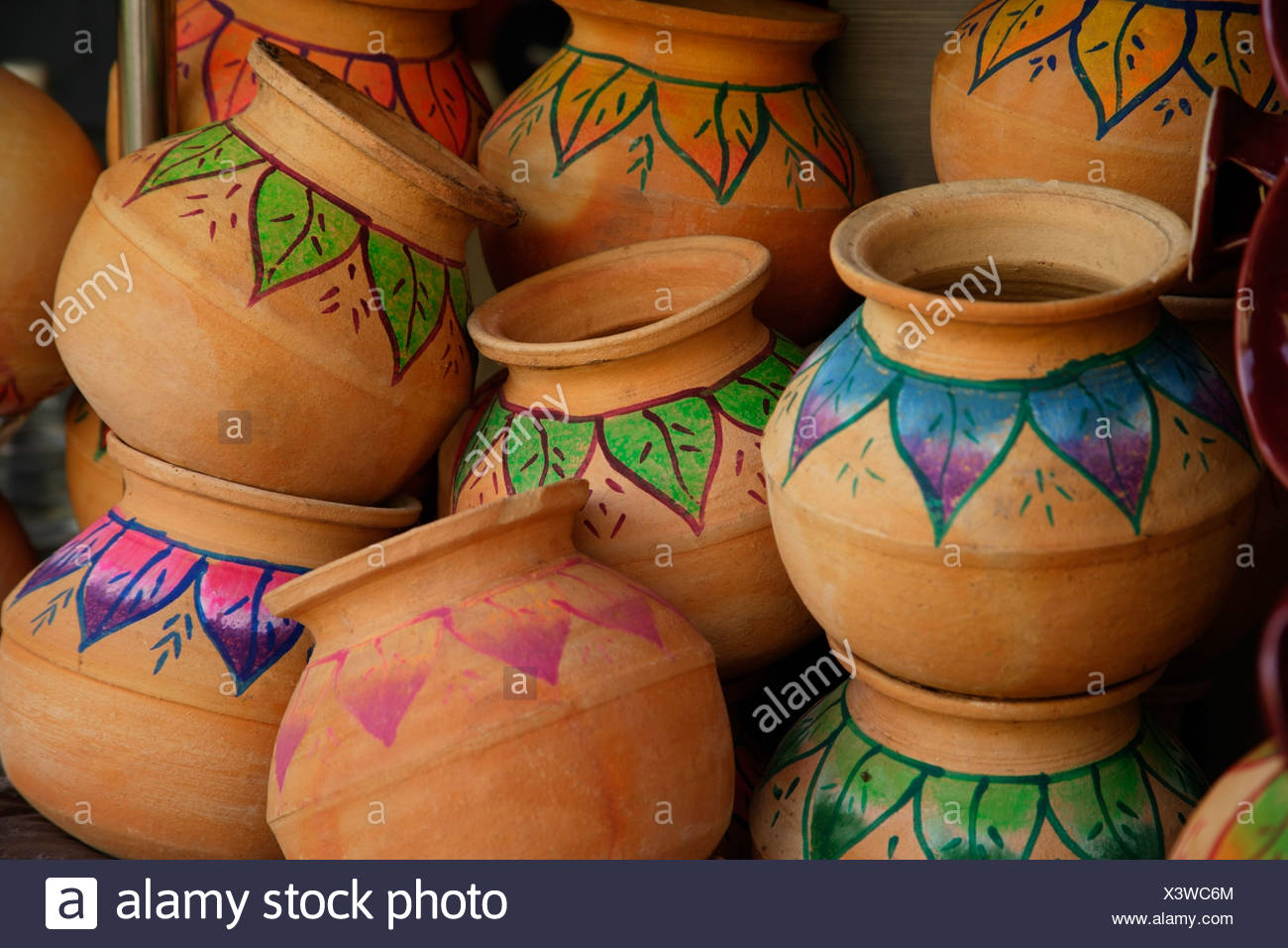 clay pot indian art Hand painted Indian clay pots Stock Photo - Alamy