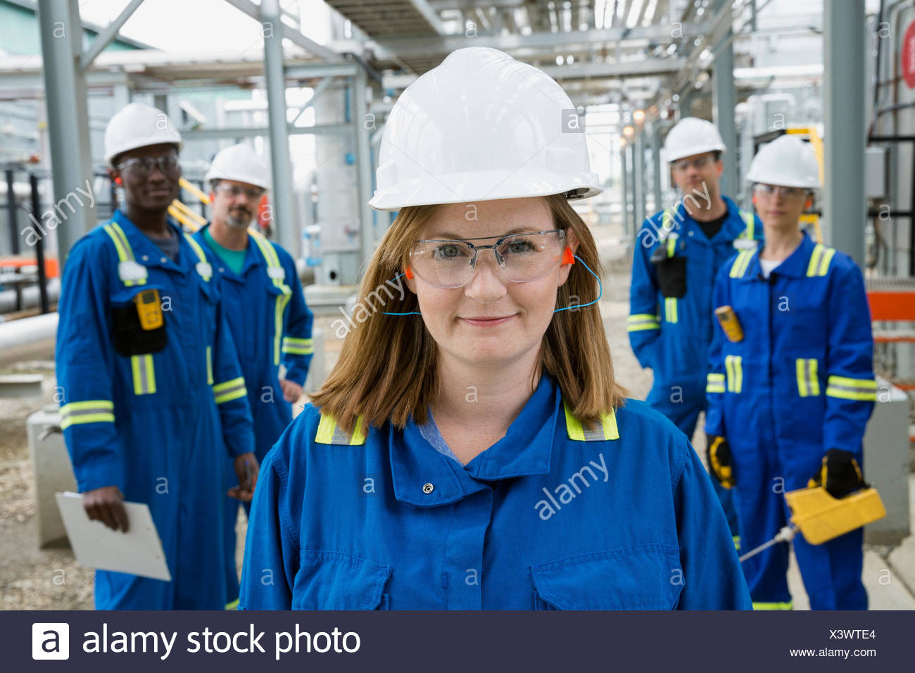 Portrait of workers at gas plant - Stock Image