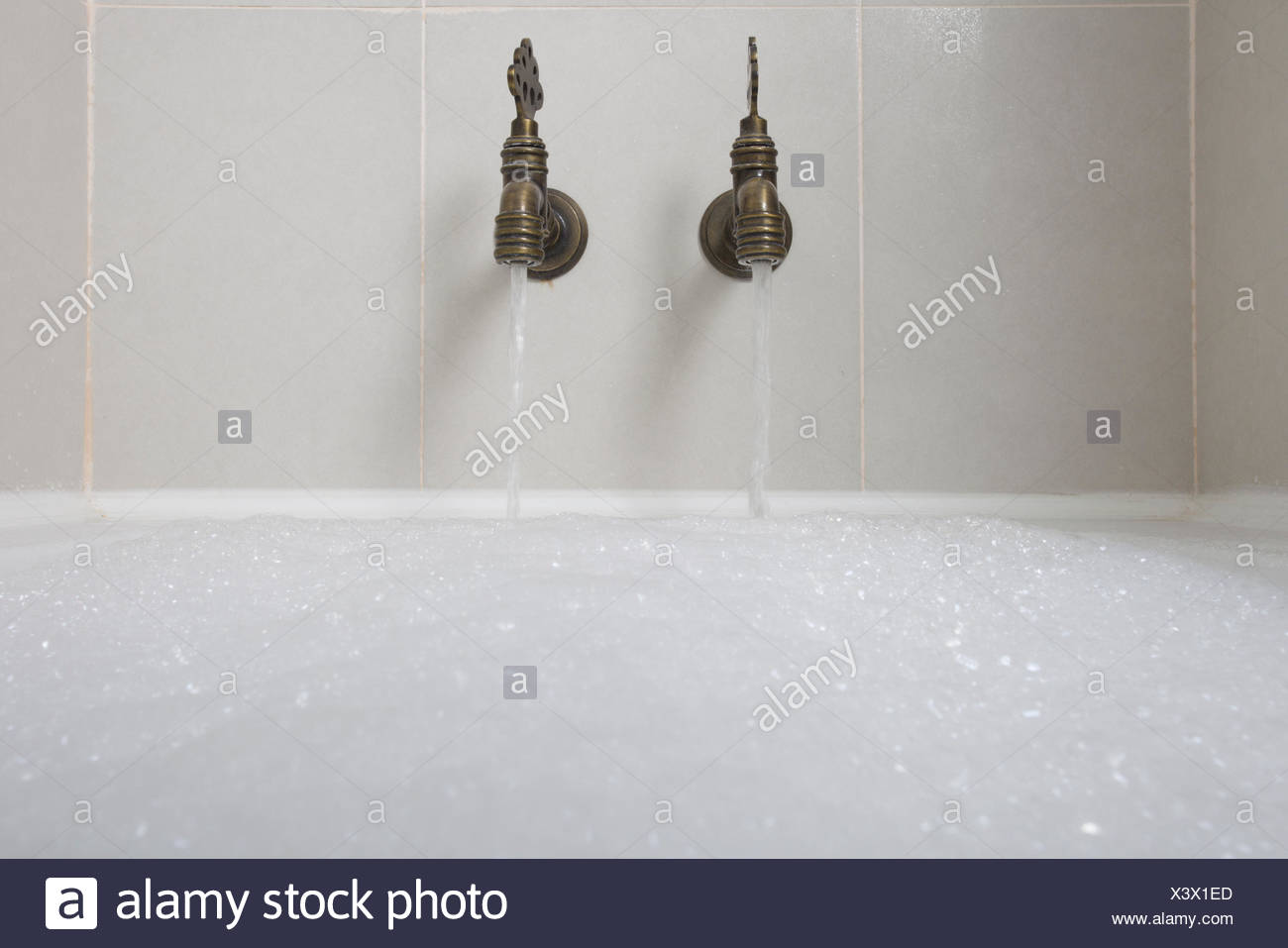Vintage Bath Taps Stock Photos & Vintage Bath Taps Stock Images - Alamy