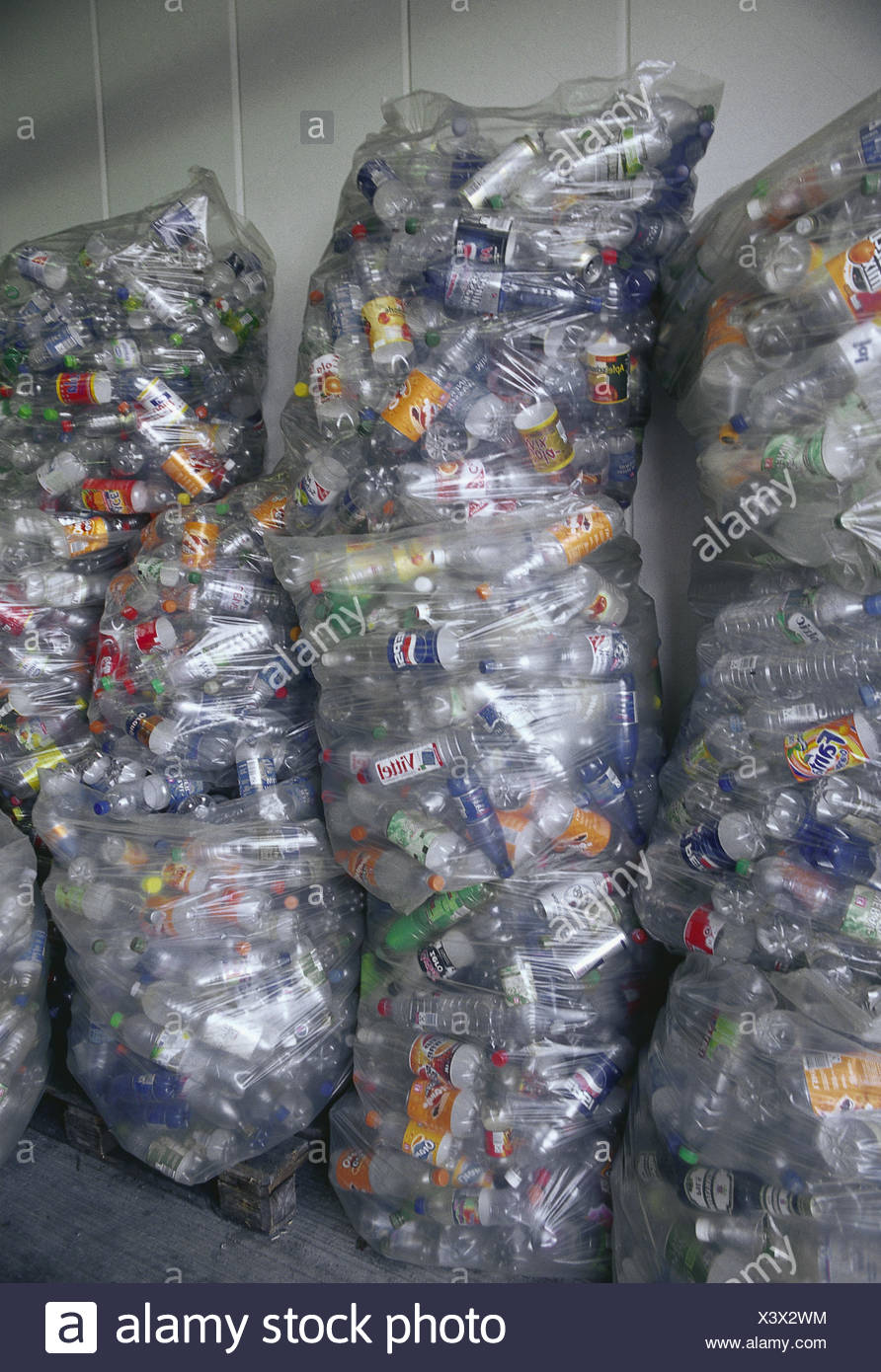 Plastic bags, plastic flasks, drinks cans, blank, accumulatedly, recycling, waste industry, waste recycling, refuse processing, drink flasks, non-returnable bottles, security flasks, flasks, plastic, PET flasks, PET, tins, drink envelopes, transparently, - Stock Image