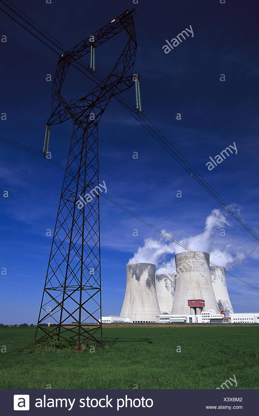 Tschechische Republik, Südböhmen,  Temelin, Atomkraftwerk, Kühltürme,  Strommast Europa, Osteuropa, Tschechien, Ceská Republika, Böhmen, Stadt, Wirtschaft, Energiewirtschaft, Kraftwerk, Energieerzeugung, Energiegewinnung, Kernspaltung, Dampfkraftwerk, Kernkraftwerk, Radioaktivität - Stock Image
