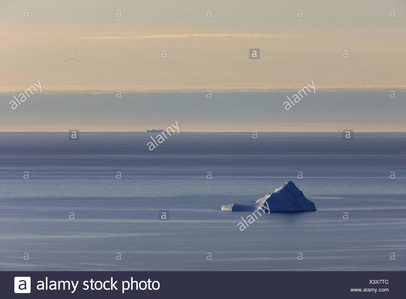 Greenland, Upernavik, Melville Bay, sea, icebergs, North-Western Greenland, the Arctic, view, width, distance, horizon, sky, cloudies, E sharp, drift ice, glacier ice, copy square, graphically, films, - Stock Image