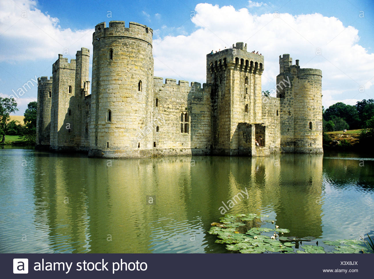 Bodiam Castle and Moat, Sussex England UK English medieval castles moats moated tower towers - Stock Image