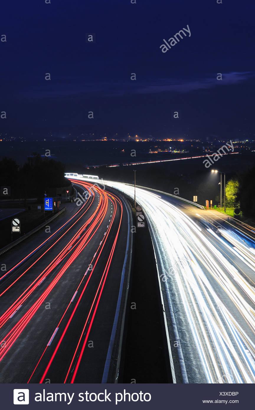 A1 Westautobahn bei St. Valentin, Nachtaufnahme - Stock Image