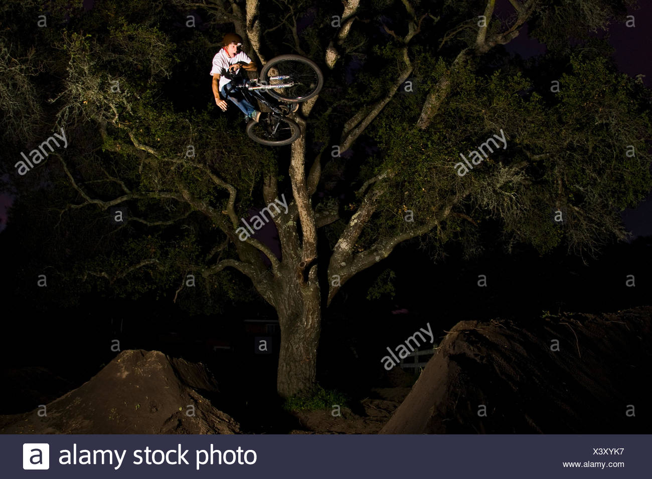 Jacob Hyde rides the jumps he built in his back yard just outside Santa Cruz, CA. Jan 14th 2009 - Stock Image