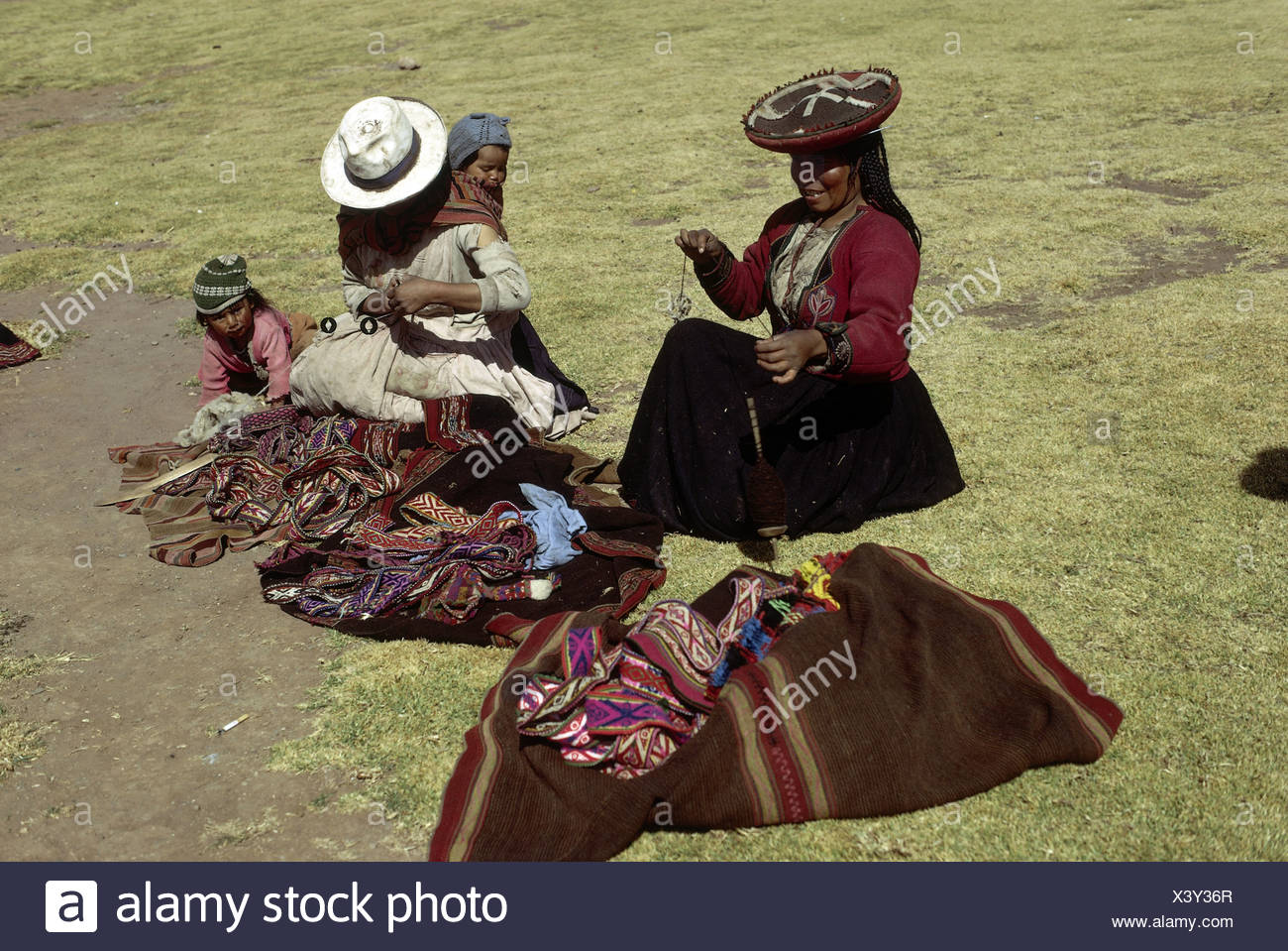 people, mothers with children, Peru, two women and infants, Titicacasee, ethnic, ethnology, South America, child, handcraft, han - Stock Image