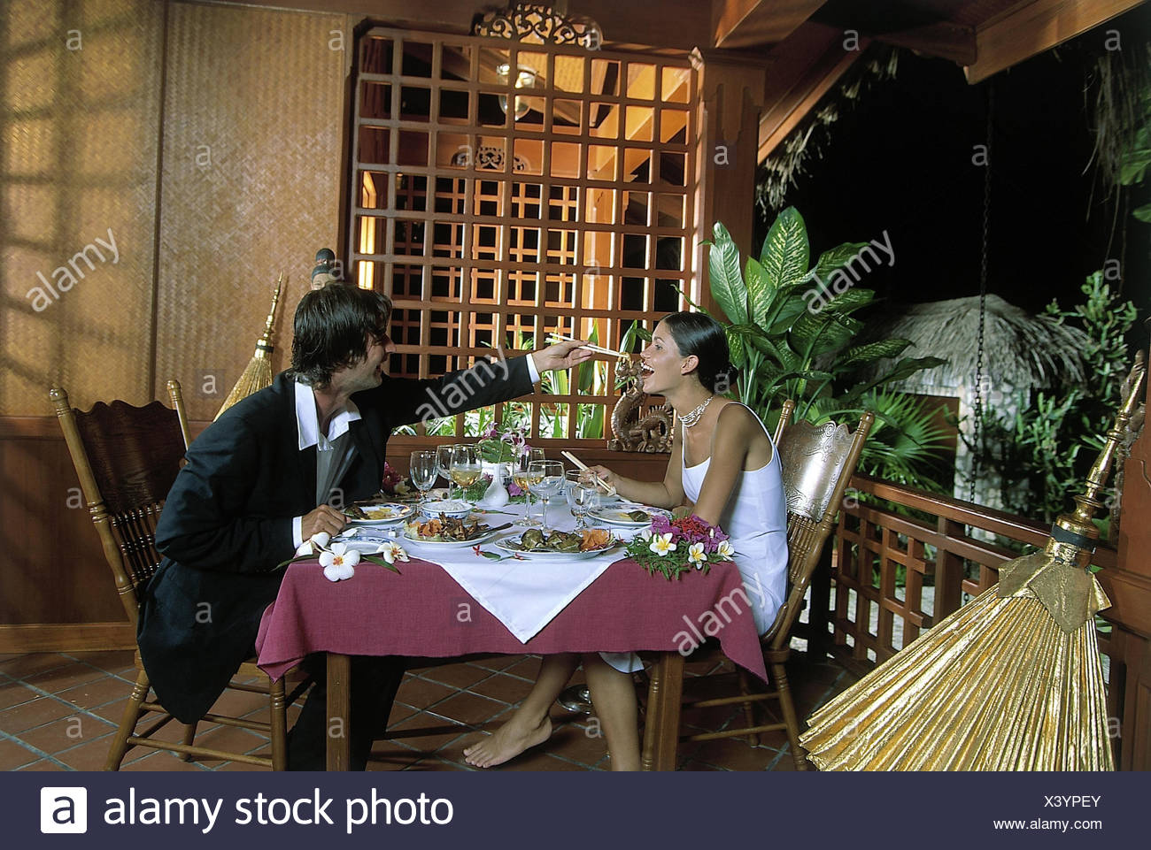 Restaurant Terrace Couple Elegantly Eat Asian Man Woman Feed Chopsticks Evening Bar Restaurant Chinese Restaurant In Chinese Restaurant Terrace Rod Table Jewellery Decoration Blossoms Fun Happily Dinner Stock Photo Alamy