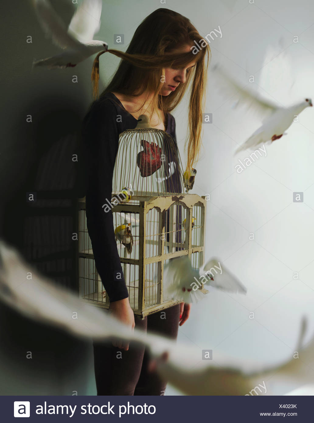 Woman with birdcage and doves - Stock Image