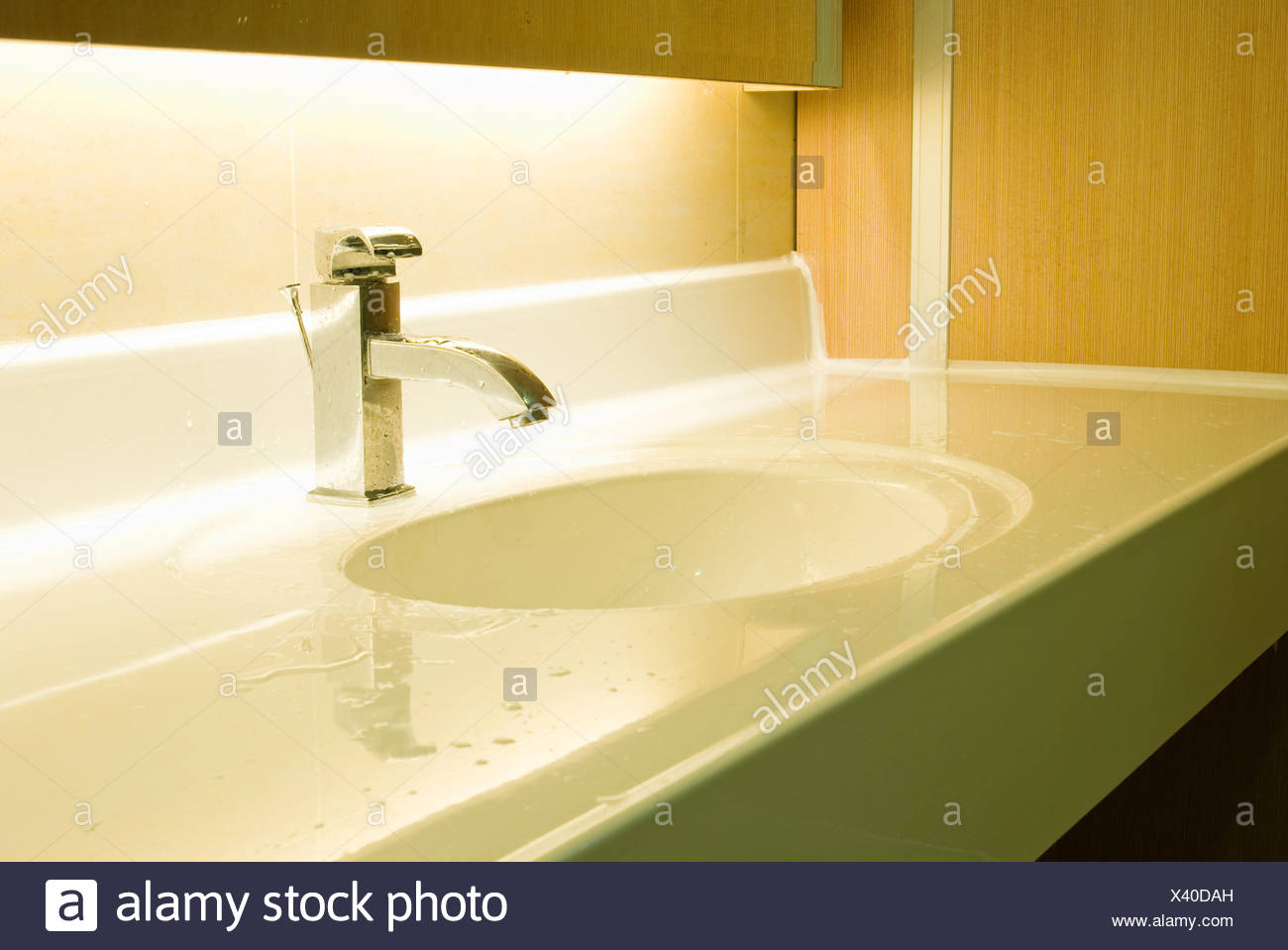 Tap Tile Wash Stock Photos Tap Tile Wash Stock Images Alamy - Dah tile