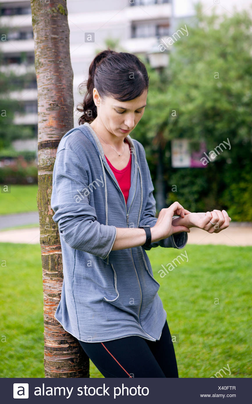 WOMAN'S PULSE - Stock Image