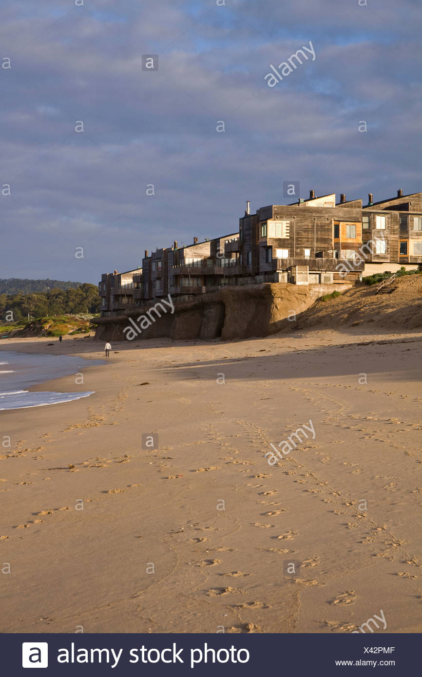 Rising Sea level. Beachfront condo development being undermined by rising ocean levels, Monterey Bay, California, USA - Stock Image