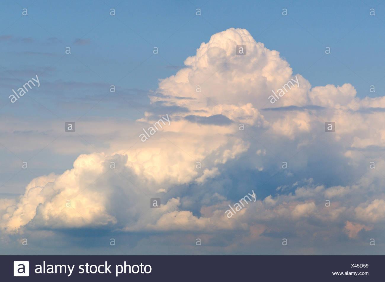 Towering cumulonimbus cloud - Stock Image
