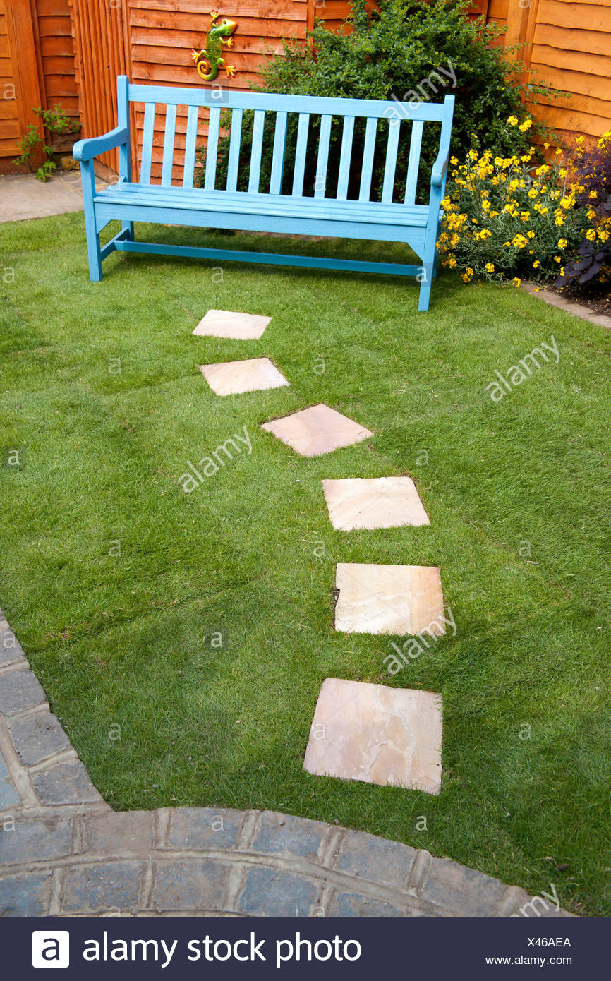 Stupendous Small Garden With Stepping Stones Leading To A Bench Stock Gamerscity Chair Design For Home Gamerscityorg