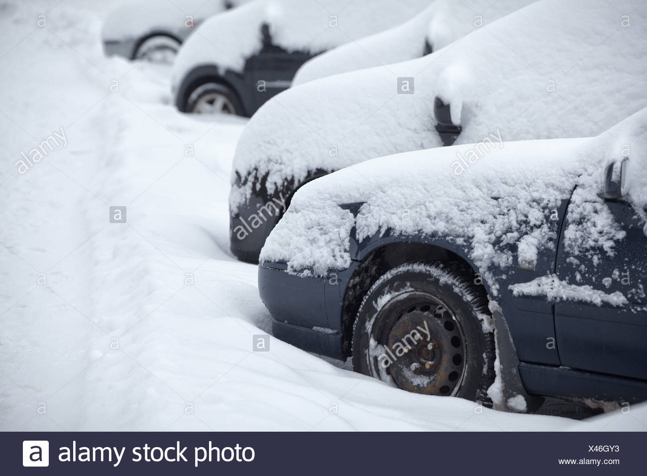 6dbaa659af Cars Covered In Snow Stock Photos   Cars Covered In Snow Stock ...