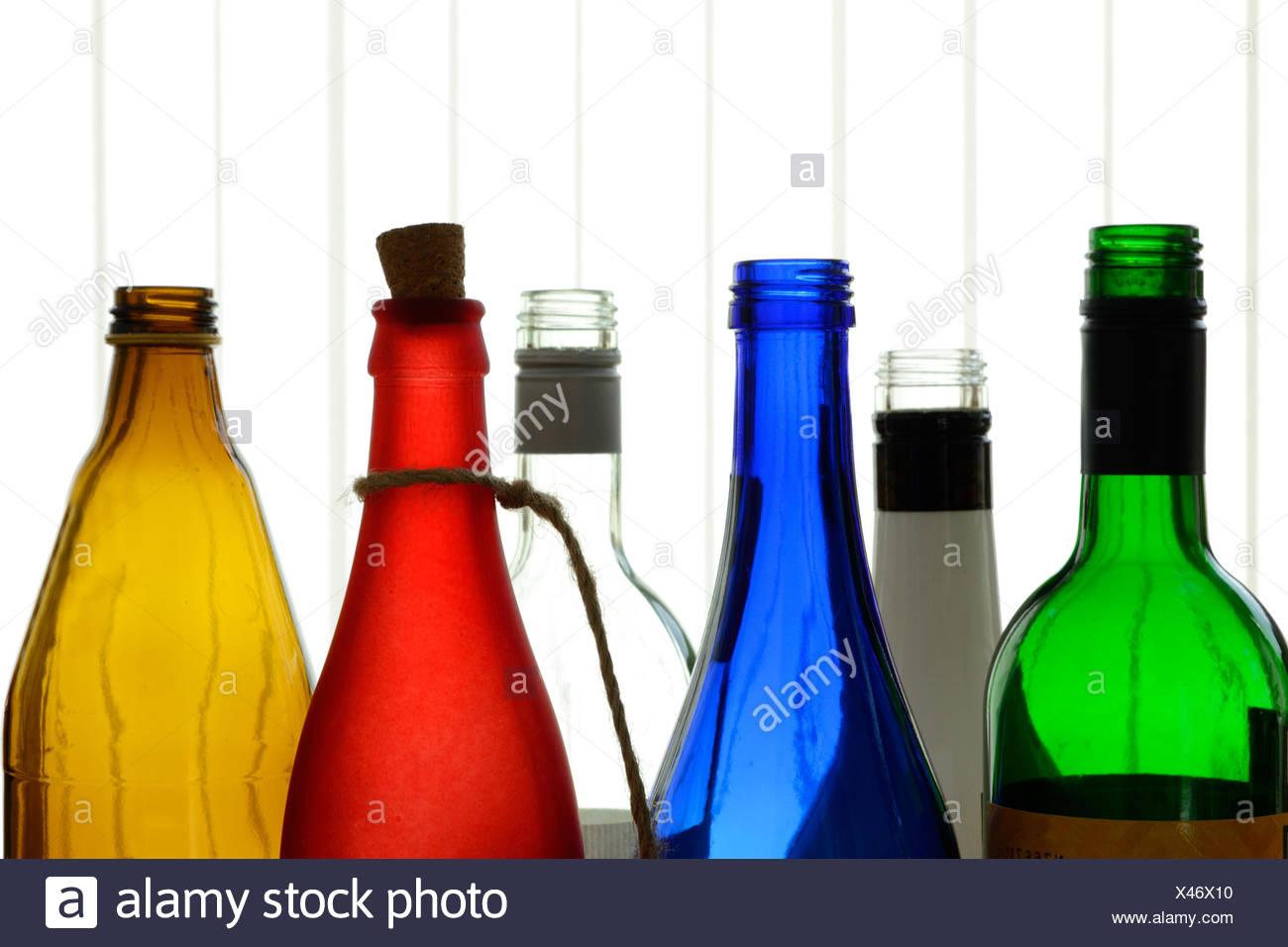 sechs bunte Glasflaschen als Dekoration Stock Photo
