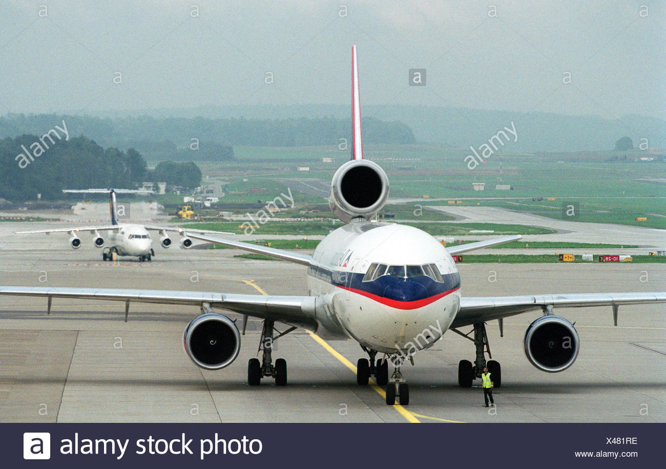 Aircraft on the way to the runway in Zurich - Stock Image