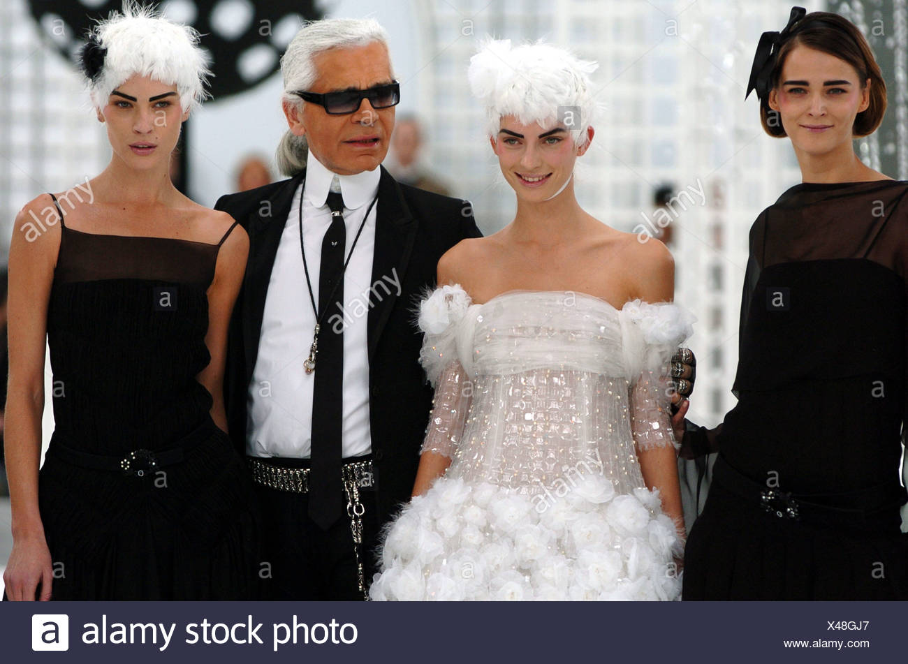 Chanel Paris Haute Couture Spring Summer German Designer Karl Lagerfeld And Models Carmen Kass Left And Erin Wasson Right Stock Photo Alamy