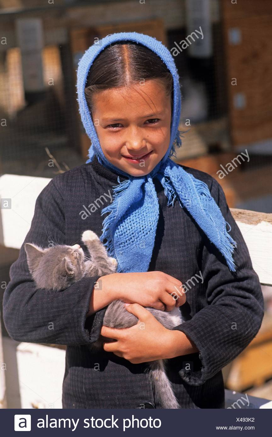 Amish little girl, Lancaster County, Pennsylvania, United States, North America. Stock Photo