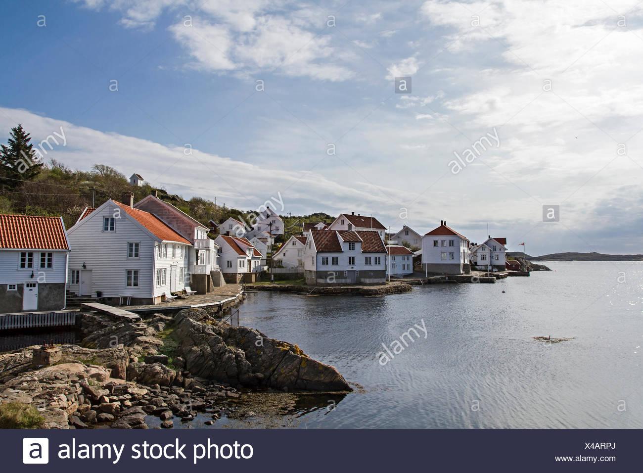 Loshavn - der kleine idyllische Ort mit seinen weißen Holzhäusern ist immer einen Besuch wert Stock Photo