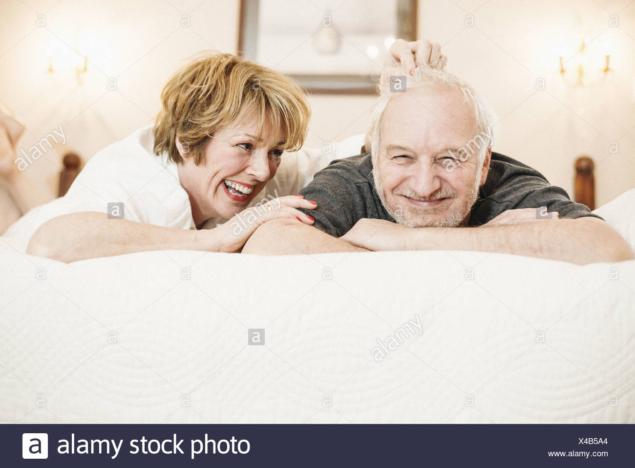 Couple lying on bed, portrait - Stock Image