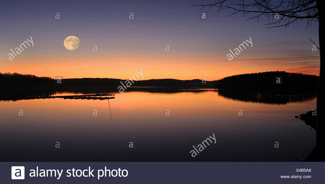 sunset at möhne reservoir near delecke, möhnesee, kreis soest, nrw, germany / sonnenuntergang über der möhnetalsperre bei delecke, möhnesee, kreis soe Stock Photo