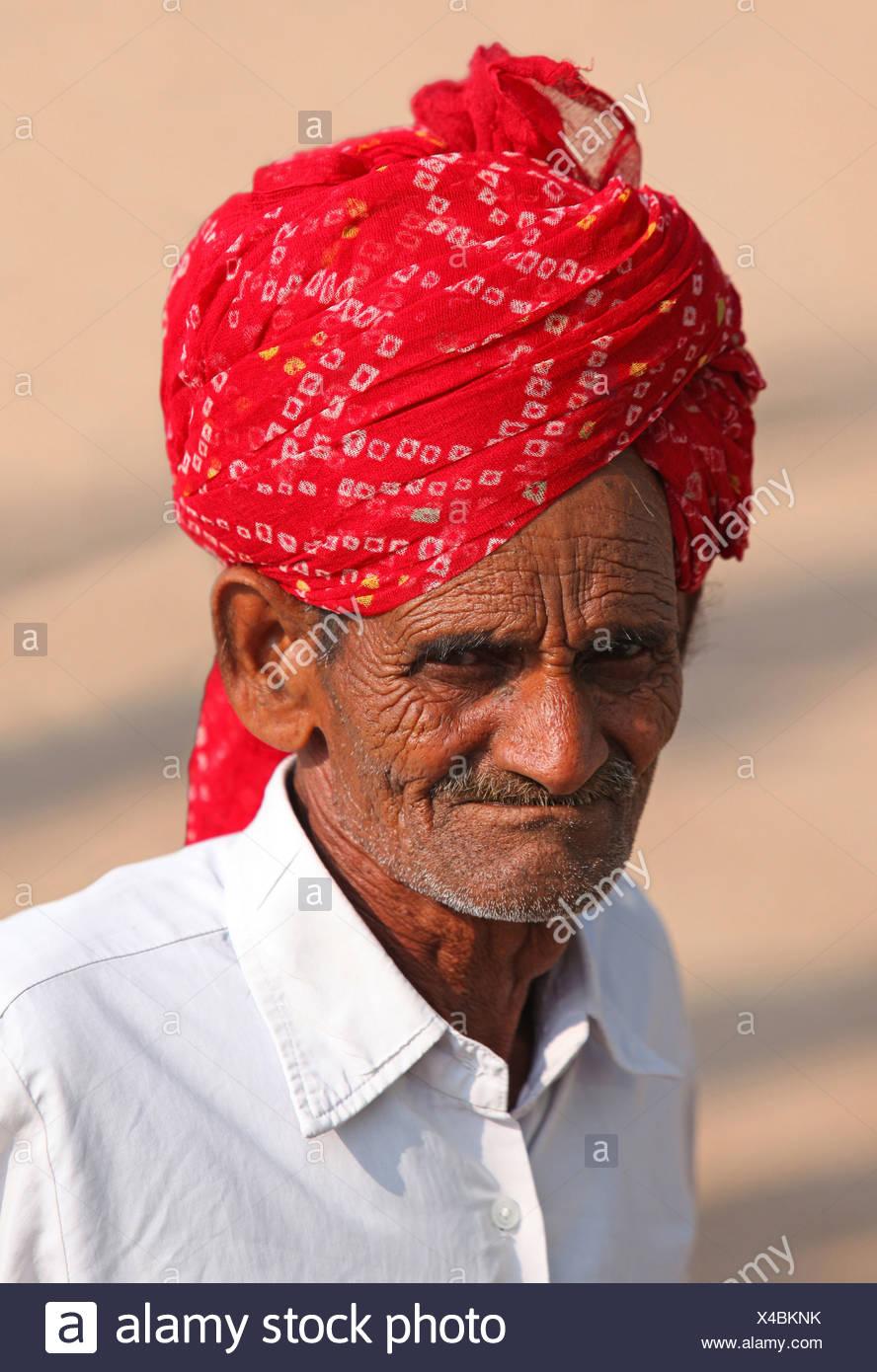 Man, old, folds, wrinkles, turban, look, glance, portrait, Bundi, India, Asia, Rajasthan, - Stock Image