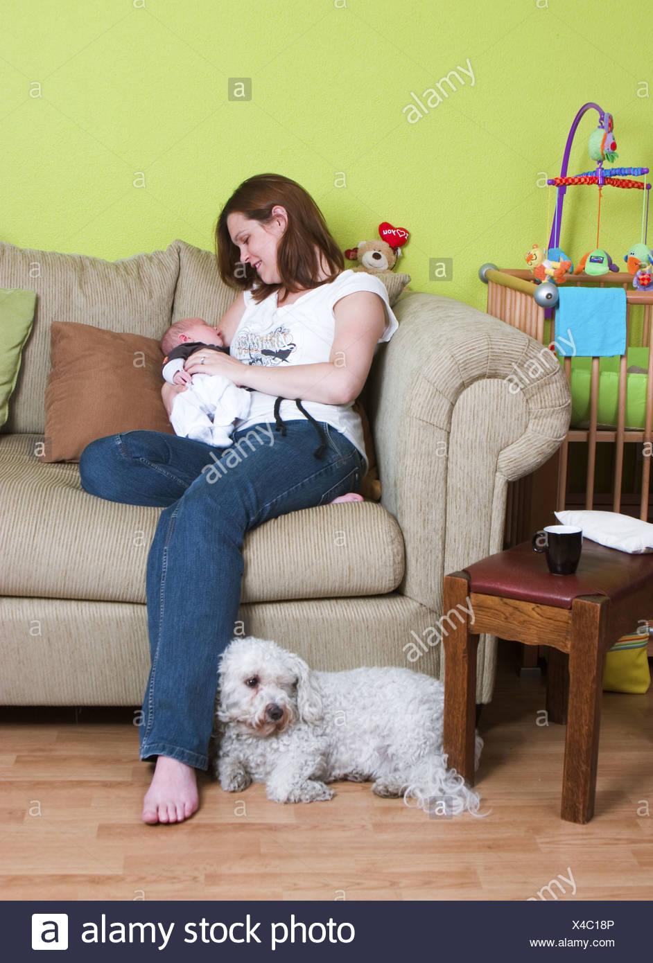 Mum cherish newborn baby at home - Stock Image