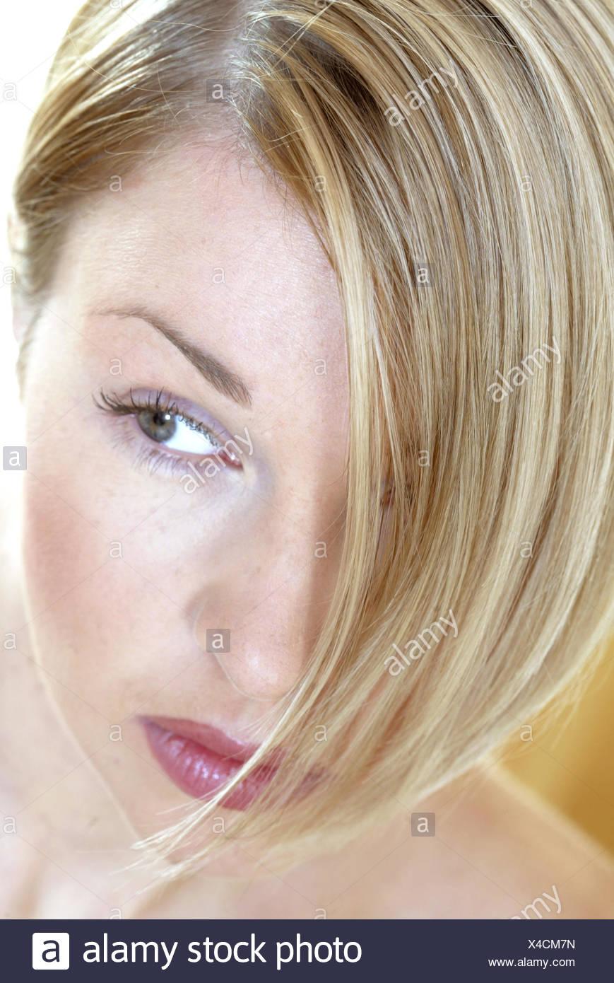 Blonde Frau 28 Jahre Portrait Beauty Moderne Frisur