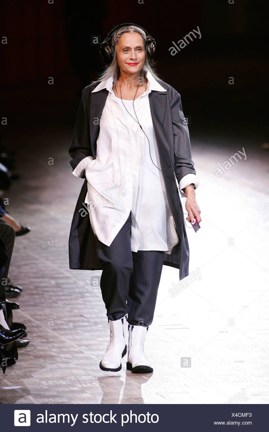 3e6fc631a5 Limi Feu Paris Ready to Wear Spring Summer Middle aged model wearing an  oversized white shirt