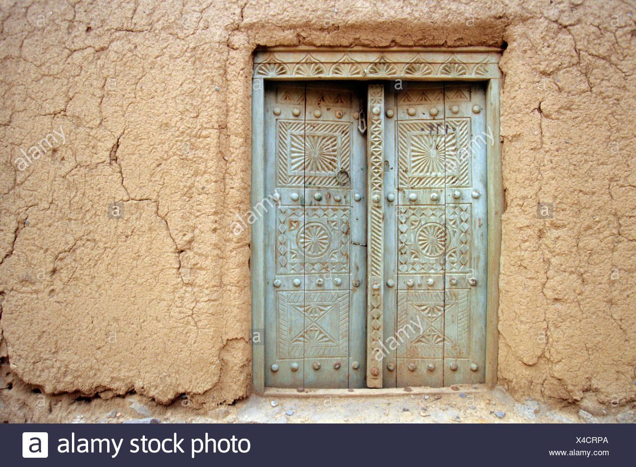 Old door in an earth house, adobe, in Al Hamra, Oman, Arabian Peninsula, Middle East - Stock Image