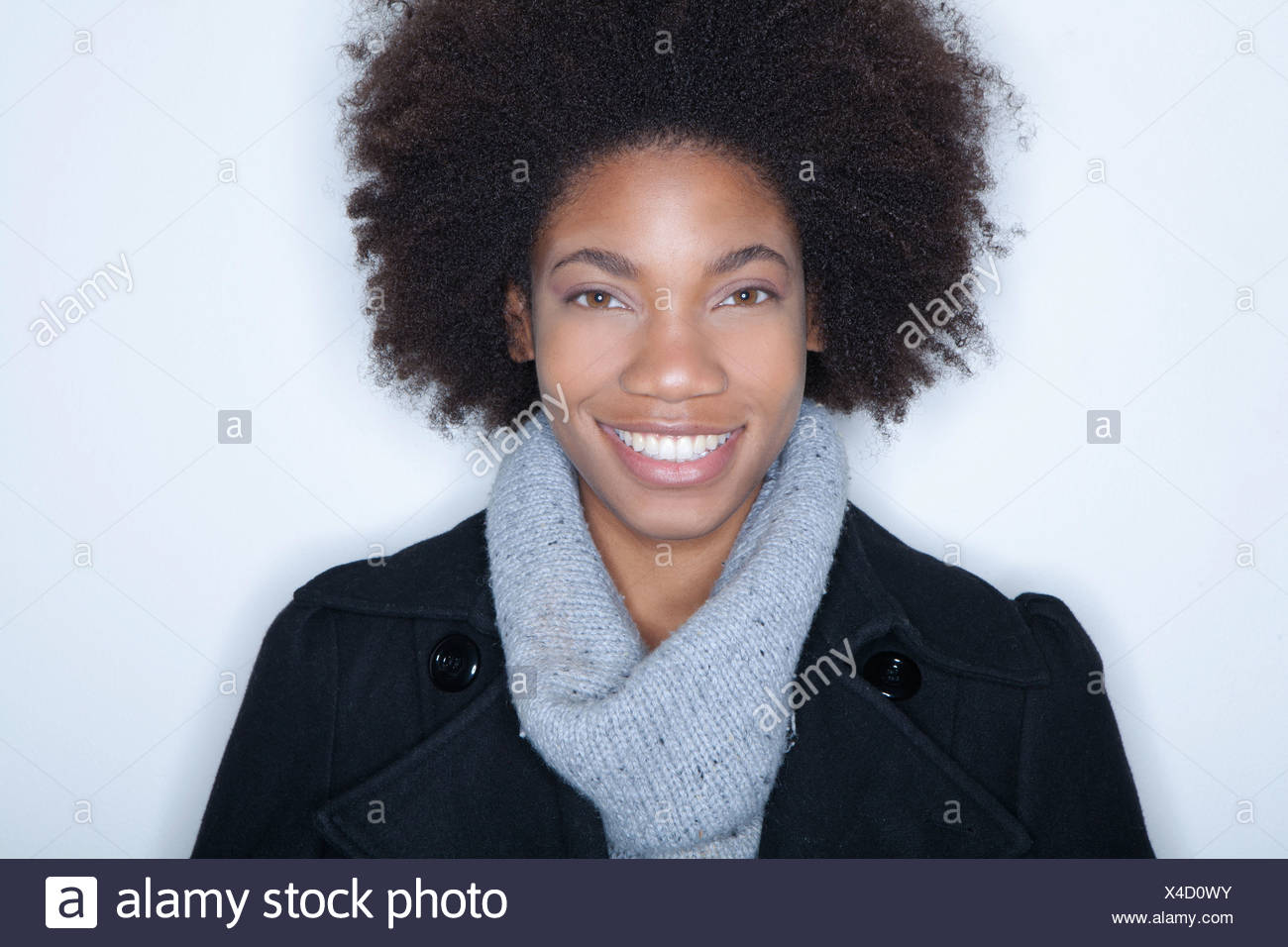 Studio portrait of young woman with afro - Stock Image