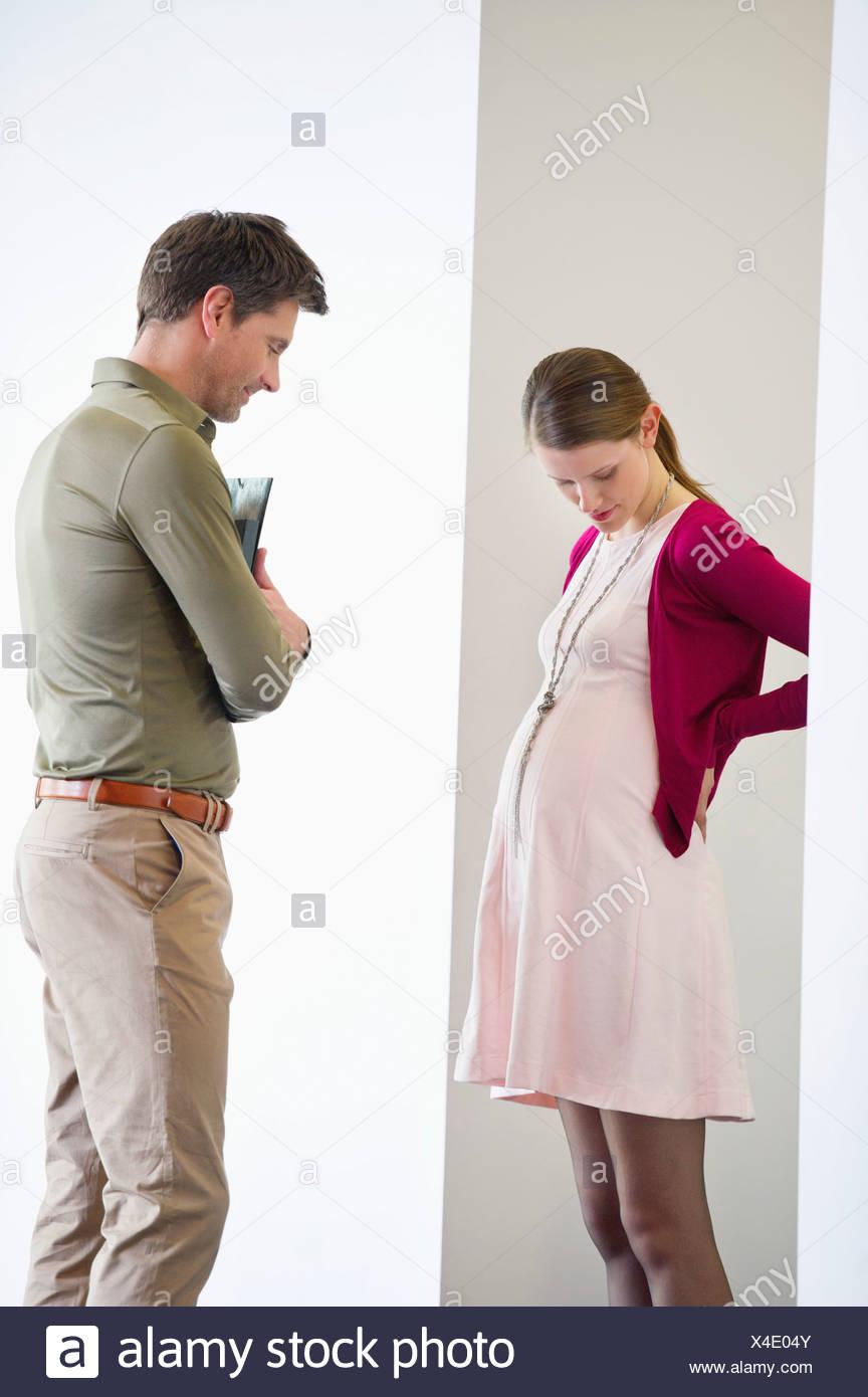 Man looking at a pregnant woman - Stock Image